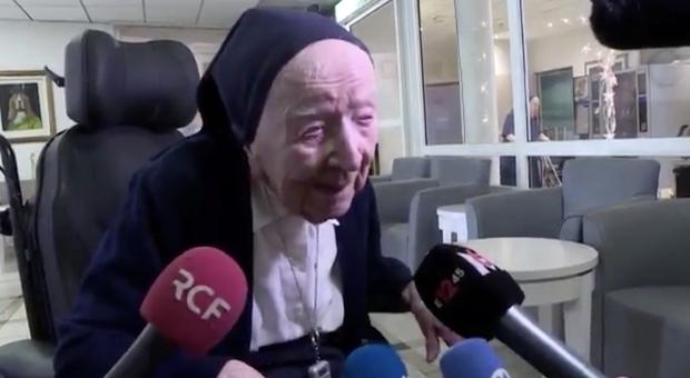 Suor Andrée, la persona più longeva d'Europa, guarisce dal Covid e celebra il suo 117° compleanno: «Non temo la morte»