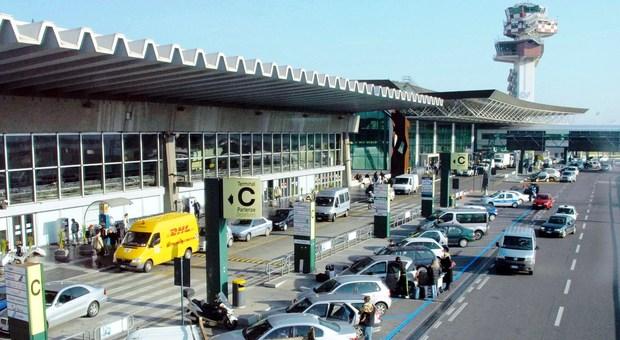 Virus misterioso: all'aeroporto di Fiumicino disposti controlli per passeggeri ed equipaggi arrivati dalla Cina