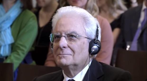 Da Capo di Stato a idolo social: la pagina facebook «Mattarella ascolta cose» spopola sul web