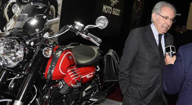 Roberto Colaninno con una Moto Guzzi