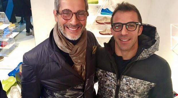 Sneakers a 4 mani trasparenti e in pvc con Alex Del Piero e il marchio Ishu+