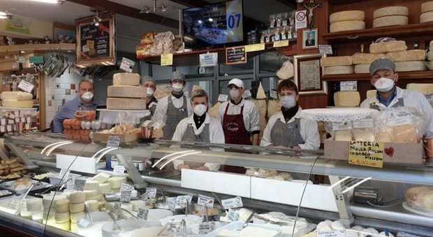 Coronavirus, elenco negozi aperti: da Alimentari ed Edicole a Vigilanza e le modalità