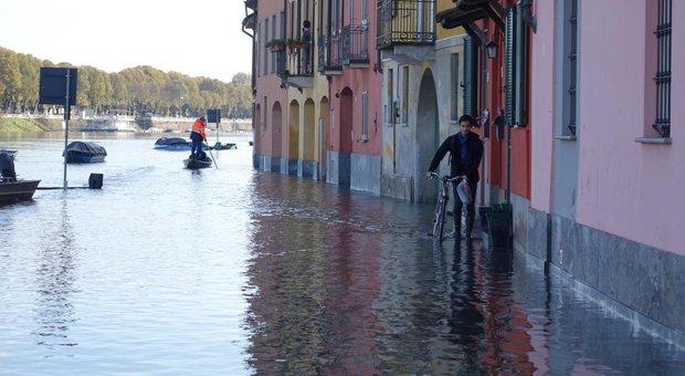 Maltempo, Veneto dichiara allarme rosso per piena del Po