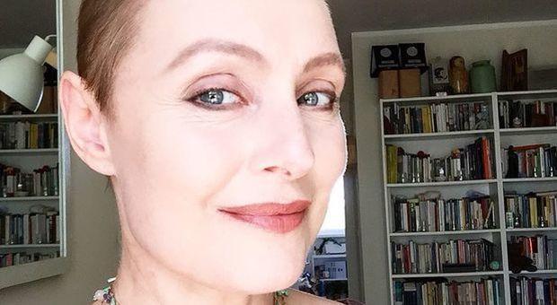 Sabrina Paravicini e il tumore, torna a casa dopo l'operazione: il post dell'attrice commuove i fan