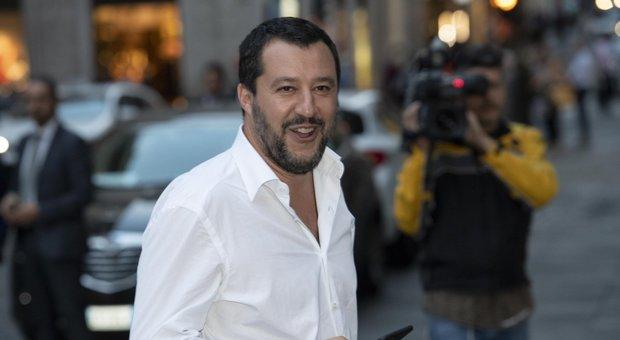 Migranti, Salvini contro tutti: «Nessuno può darmi ordini, neanche Conte»