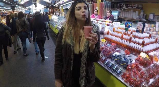 Greta Benedetti. Ragazza di 24 anni in moto travolta da un'auto muore fra le braccia del fidanzato