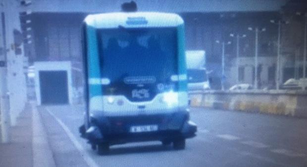Il bus robot a Parigi Foto Reuters