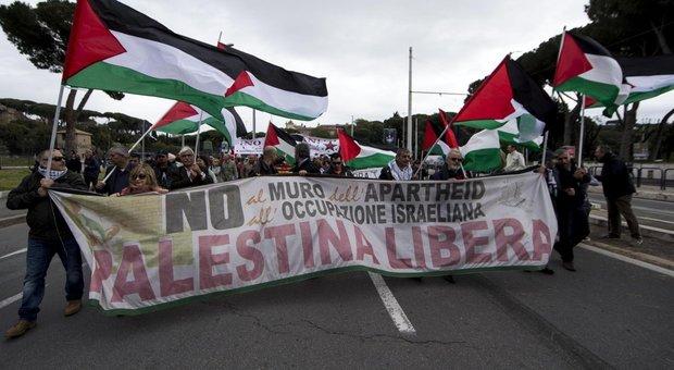25 aprile a Roma, corteo unitario a rischio. Palestinesi: kefieh e bandiere. Protesta la Comunità ebraica. Campidoglio: no strumentalizzazioni