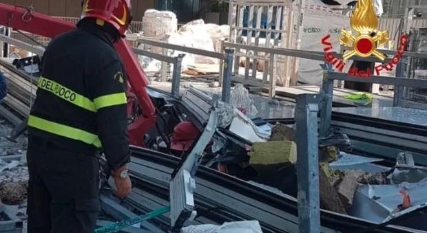 Gru precipita dal 29esimo piano di un grattacielo: «Volo di 175 metri». Paura a Milano