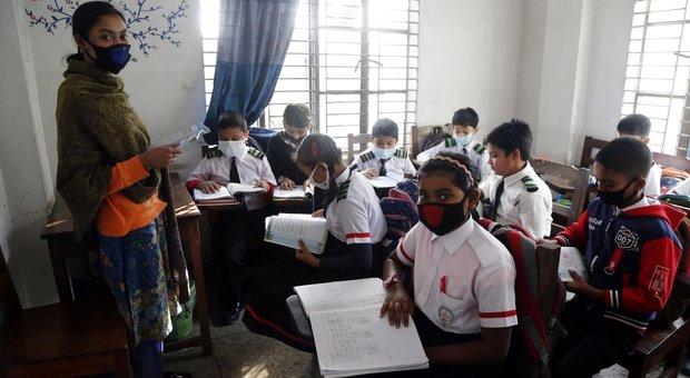 Coronavirus, il Ministero: «Alunni dalla Cina possono stare a casa». Iv: governo scelga, non scarichi sulle famiglie