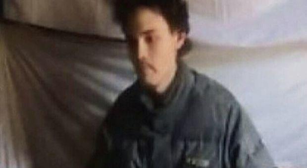 Colin Rutherford in un video girato dai suoi rapitori nel 2011