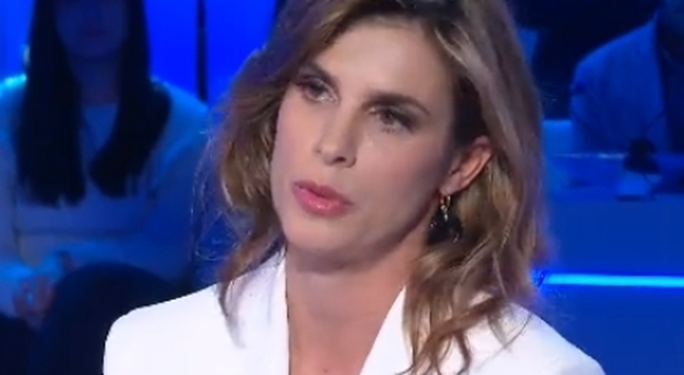 Domenica In, Elisabetta Canalis in lacrime ricordando il papà morto: «Dormivo accanto a lui»