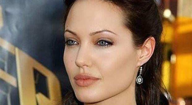 Ritorno di fiamma tra Brad Pitt e Jennifer Aniston? L'ex Angelina Jolie non gradisce: «Irrispettoso e irriverente»