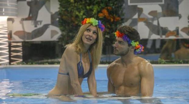 Grande Fratello Vip, Andrea Denver nostalgico: il gesto per Adriana Volpe colpisce i coinquilini (credits Endemol)