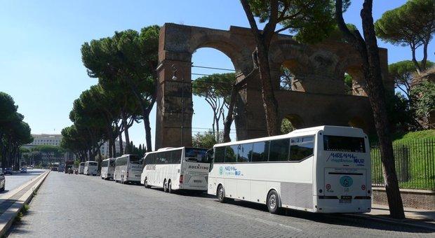 Roma, bus turistici: 2 varchi su 3 scoperti. L'amministratore di Roma Servizi per la Mobilità: «Ora telecamere contro gli abusivi»