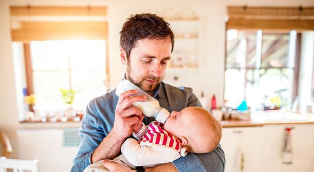 Maternità, svolta in vista per i congedo parentale: sarà portato a sei mesi, uno per il papà