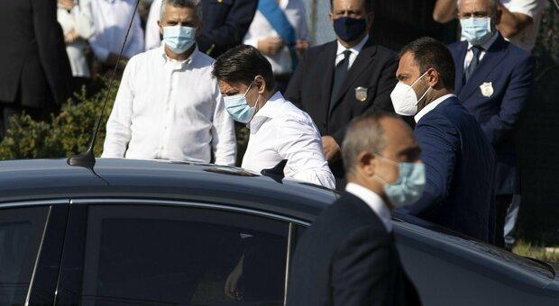 Willy Monteiro, Conte ai funerali abbraccia i genitori: ora condanne certe e severe