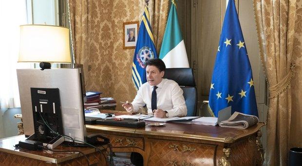 Giuseppe Conte a palazzo Chigi in videoconferenza
