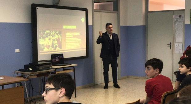 Il ds Gianluca Martini con gli studenti della Sisti