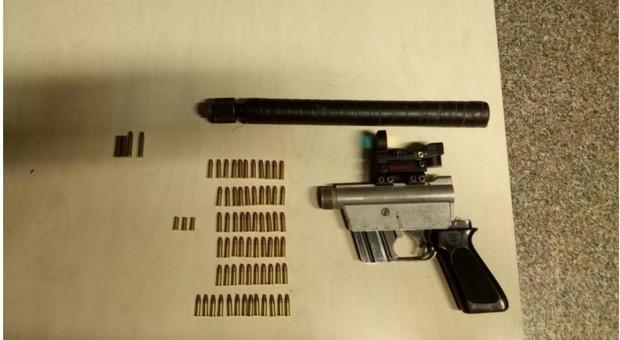 L'arma clandestina sequestrata all'alpagoto 57enne in giro senza giustificato motivo