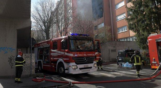 Milano, incendio nelle case Aler: due morti, sette persone in ospedale