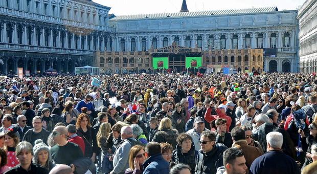 Turisti in piazza San Marco nelle precedenti edizioni