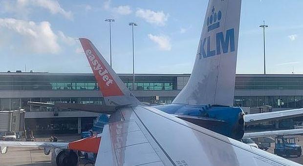 Scontro fra aerei all'aeroporto di Amsterdam: passeggeri bloccati