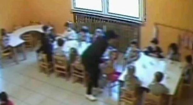 Violenza sessuale e botte ai bimbi dell'asilo, arrestati quattro maestri