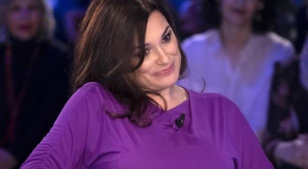 Alena Seredova a Verissimo: «Dopo Buffon mia madre mi diceva 'chi ti piglia a questa età'. Ora divento mamma a 42 anni»