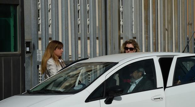 Il giudice Laura Matilde Campoli (a sinistra) dopo gli interrogatori in carcere