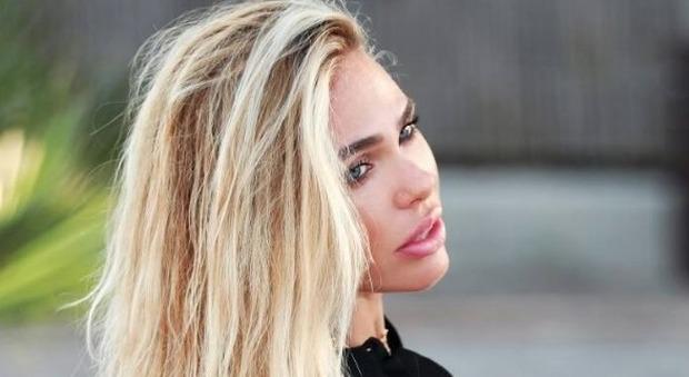 Grande Fratello Vip, la nuova concorrente: «Sara Tommasi corteggia Ilary Blasi»