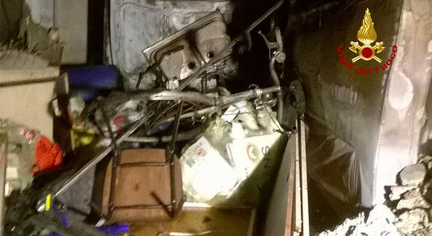 A fuoco un garage paura per i residenti di un condominio for Piani di costruzione di un garage