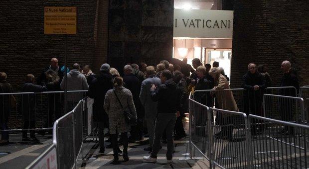 Musei Vaticani, crolla un pezzo di marmo. Malore per una donna: è una dei sopravvissuti all'attacco alle Torri Gemelle