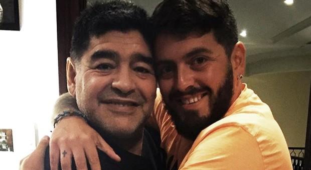 https://statics.cedscdn.it/photos/MED/85/63/4348563_1446_diego_maradona_and_diego_maradona_jr_1io43om6slqm314eiyk7pve2xs.jpg