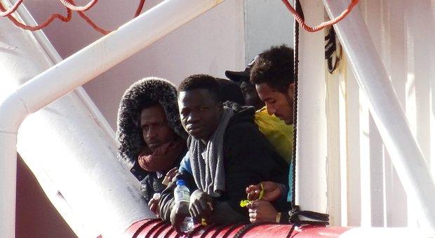 Migranti, sbarco a Messina: a bordo della nave 158 persone