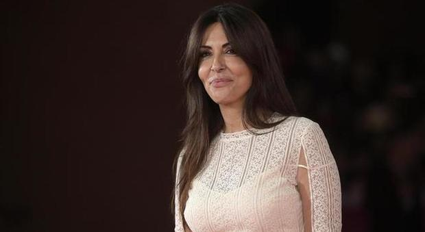 Sabrina Ferilli, mistero a Tu si que vales: «Ogni tanto sparisce dallo studio e viene sostituita da Belen». Fan in ansia