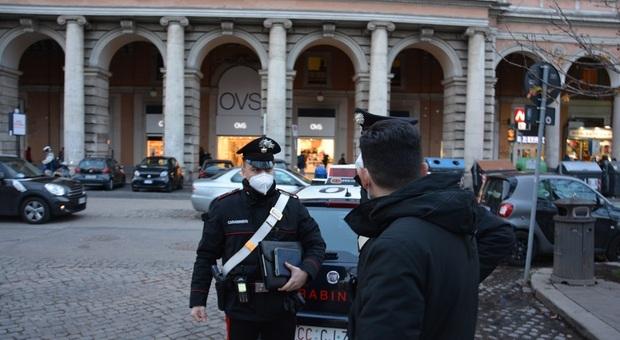 Roma, controlli anti Covid dei Carabinieri all'Esquilino: chiusi due negozi e sanzionate 26 persone