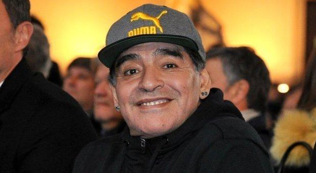 https://statics.cedscdn.it/photos/MED/86/13/4378613_0944_maradona.jpg