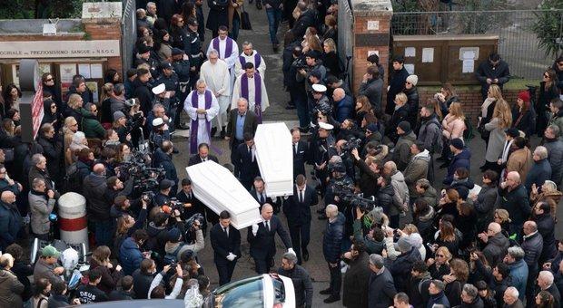 Gaia e Camilla, il parroco ai funerali: il senso della vita è guidare sbronzo?