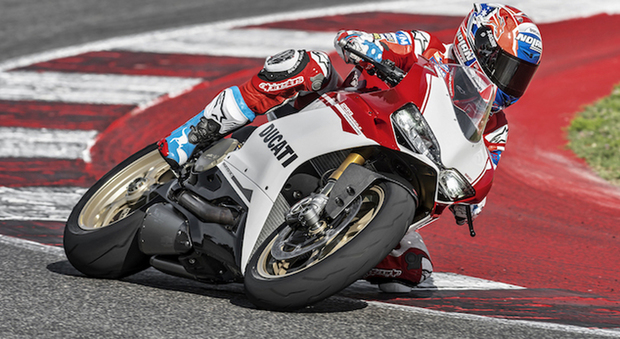 La ducati 1299 Panigale S Anniversario guidata dall'ex campione del mondo della MotoGp Casey Stoner
