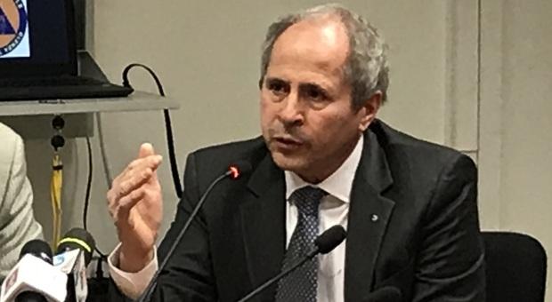 Il professor Andrea Crisanti, direttore del laboratorio di Microbiologia e virologia dell'università di Padova