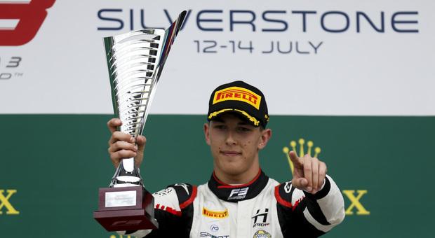 Leonardo Pulcini sul podio a Silverstone
