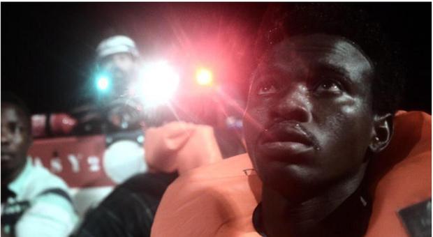 Migranti, Salvini chiude i porti: «Nave Aquarius attracchi a Malta». La Valletta: «Non ci compete»