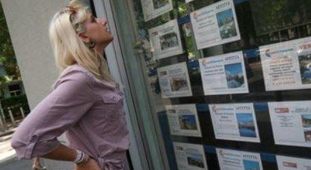 L'agenzia avrebbe offerto, come se fossero disponibili, case che in realtà erano già vendute