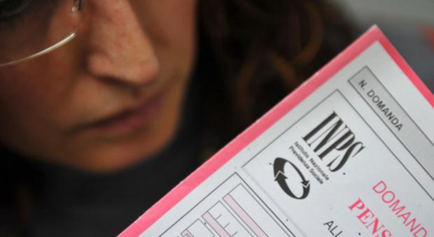 Da aprile i mini-tagli alle pensioni, via al riscatto agevolato della laurea