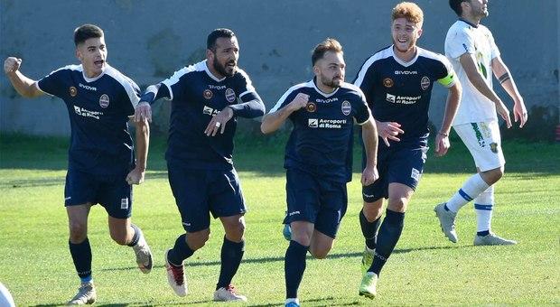 Luca Di Meglio inseguito dai compagni dopo il primo gol