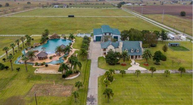 La villa con la piscina privata pi grande del mondo in for La villa piu grande del mondo