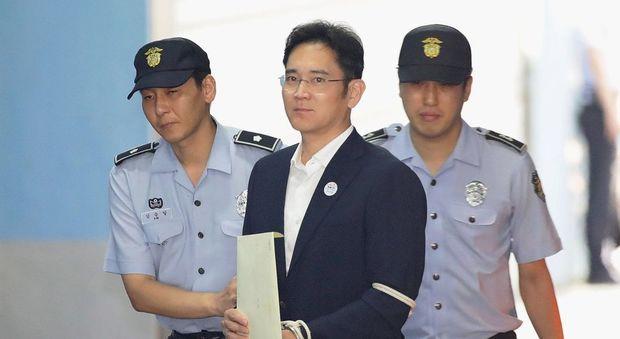 Samsung, libero il vicepresidente Lee