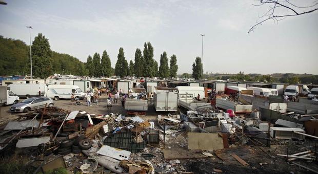 Roma, controlli nel campo nomadi di via Candoni: 400 identificati