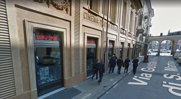 Cuneo, entra in negozio e uccide il titolare. Poi si spara